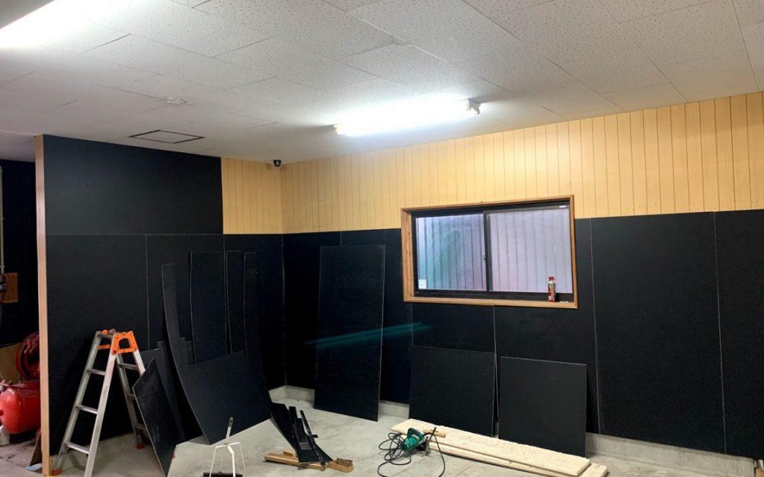 アクセラ、店内装の工事開始
